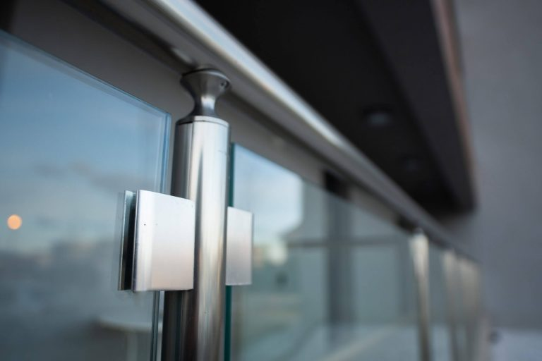 Balustrada din aluminiu si sticla pentru balcon